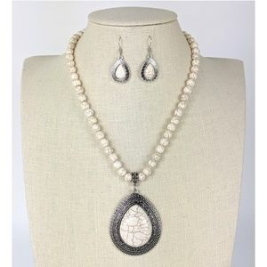White Natural Stones Teardrop Necklace Set